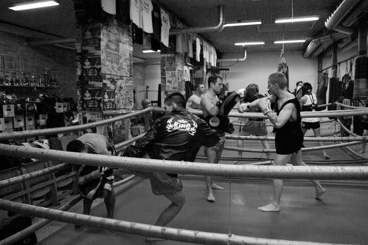 En træningsaften i Muaythai-klubben Sor Rachan på Amager.